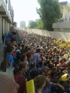 irakieni crestini asteptand pasaportul sa plece din atra